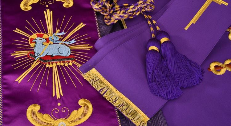 Ornamentos-litúrgicos-header-750x410